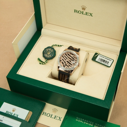 Review đồng hồ Rolex DateJust 36mm da cá đuối: Nổi bật với 2 màu chủ đạo vàng và đen