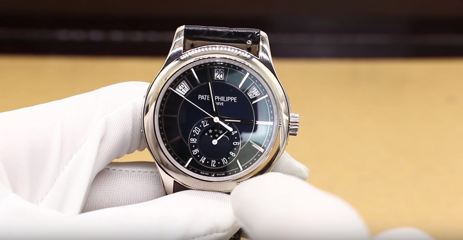 Review đồng hồ Patek Philippe 5205G - Sự tương phản đến từ chất liệu bạch kim