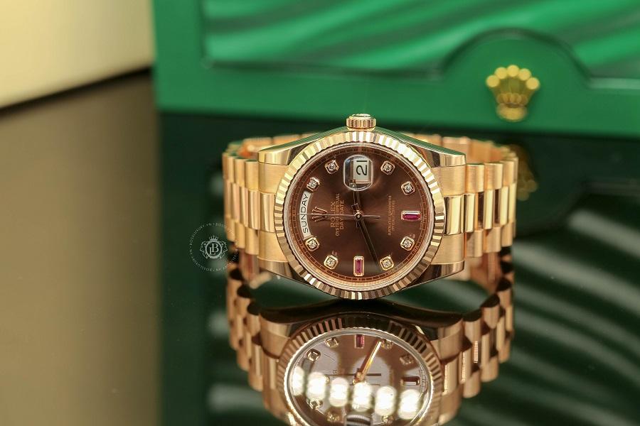 Review đồng hồ Rolex Day Date 36 Chocolate Dial vàng hồng nguyên khối