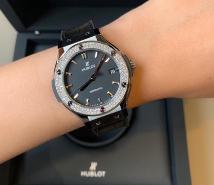 Sức hút của đồng hồ Hublot Classic Fusion Titanium