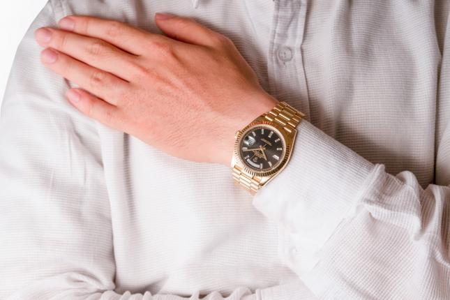 Điểm lại đồng hồ Rolex Day-Date 40 228238 mặt số đen nạm kim cương Baguette