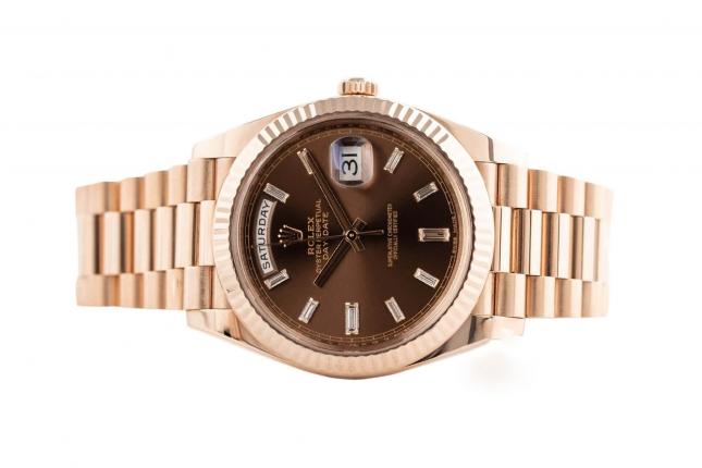 Review đồng hồ Rolex Day-Date 40 228235 mặt số Chocolate nạm kim cương