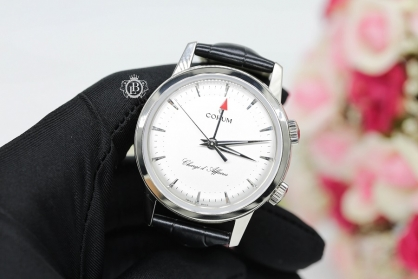 Review đồng hồ Corum Chargé d' Affaires: báo thức rung, giới hạn 50 chiếc