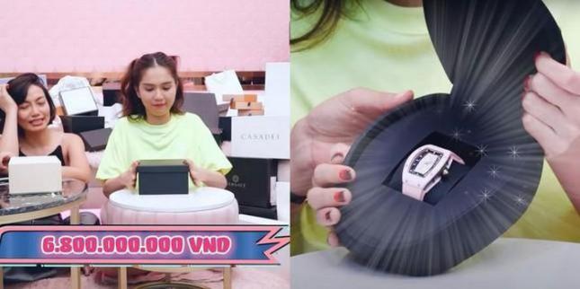 Ngọc Trinh tái xuất trong vlog 'đập hộp' khoe đồng hồ sương sương gần 8 tỉ