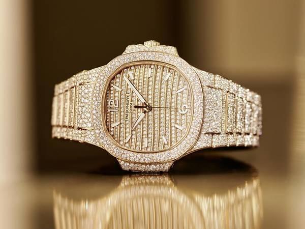 Những mẫu đồng hồ nữ hấp dẫn nhất Watches & Wonders năm 2021