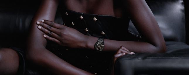 Khám phá thiết kế mới của Audemars Piguet: Royal Oak Selfwinding 34mm ấn tượng với chất liệu ceramic đen