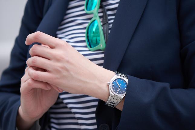 4 mẫu đồng hồ tinh tế dành tặng mẹ nhân ngày của mẹ