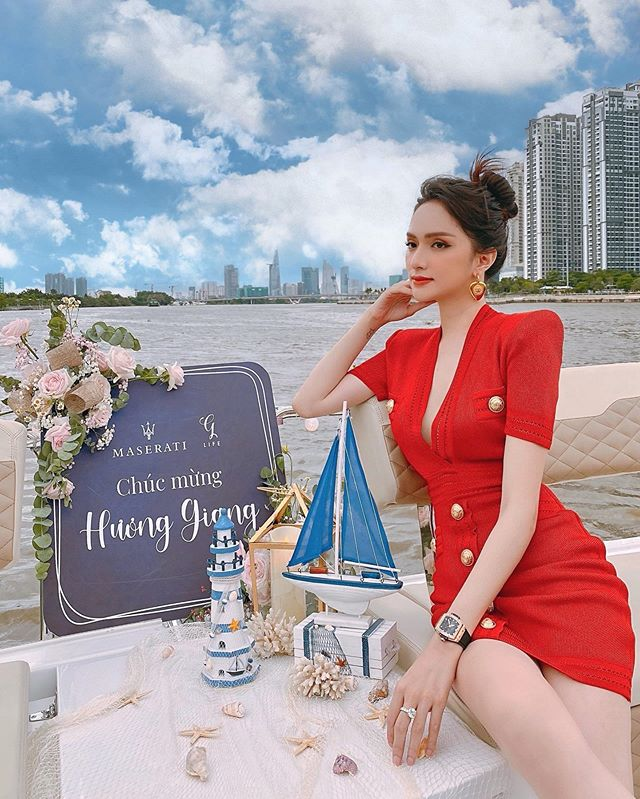 Bóc giá loạt đồng hồ hiệu đắt giá của Ca sĩ - Hoa hậu Hương Giang