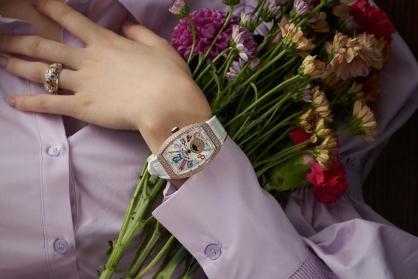 Đắm chìm trong vẻ đẹp sang trọng kiều diễm của 5 mẫu đồng hồ Franck Muller Vanguard dành cho phái đẹp