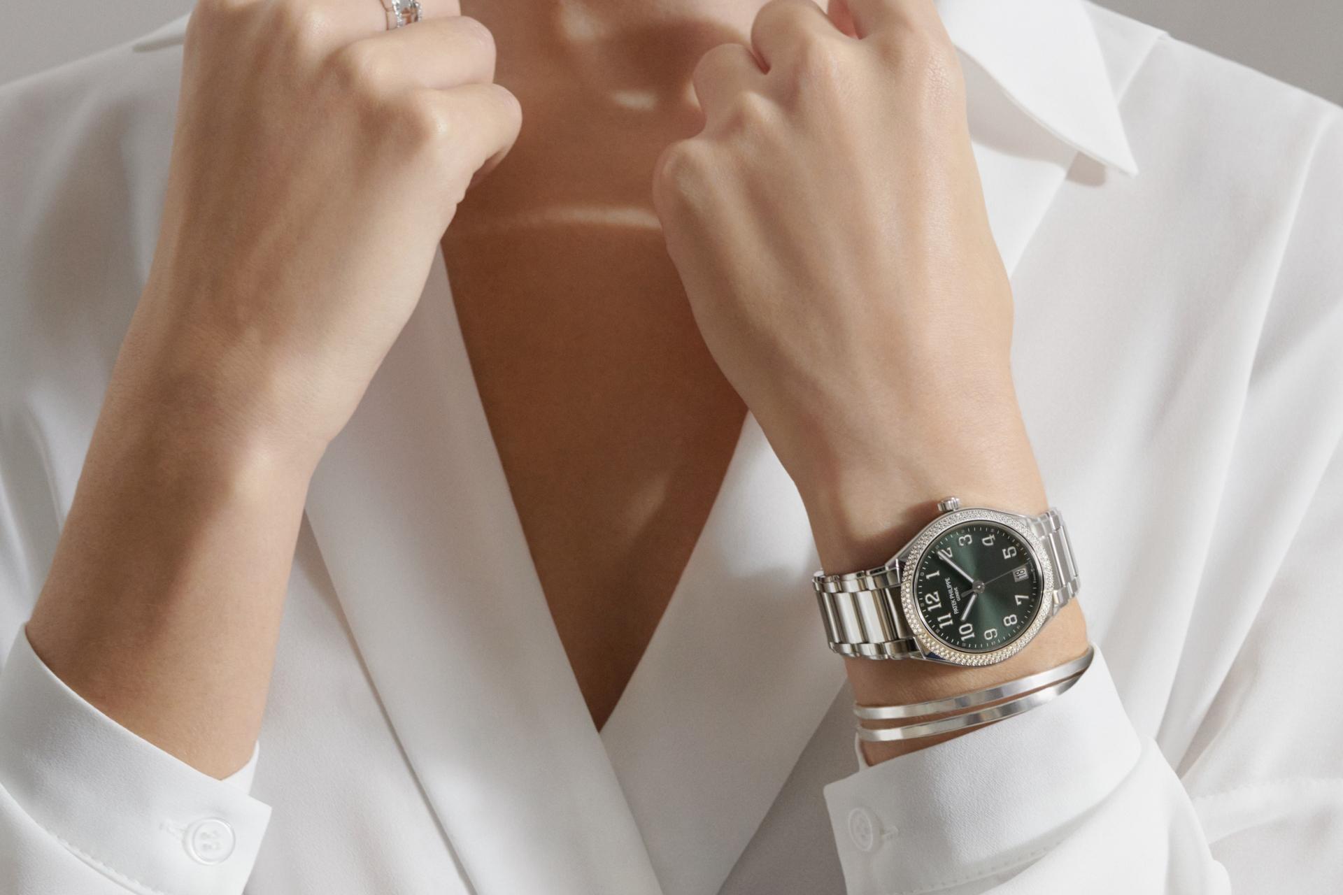 Boss Luxury gợi ý 5 mẫu đồng hồ đồng cao cấp tuyệt đẹp dành tặng Mẹ