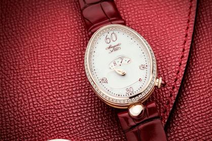 Breguet ra mắt đồng hồ mới Reine de Naples Cœur 9825: Sự kết hợp tinh tế giữa kỹ thuật chế tác đồng hồ và chủ nghĩa lãng mạn