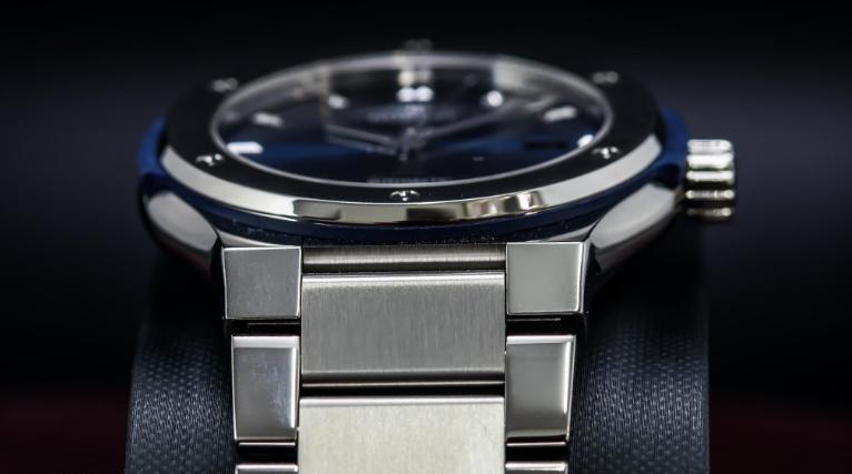 Hublot Classic Fusion Blue Titanium Bracelet: Đồng hồ thể thao dành riêng cho quý ông
