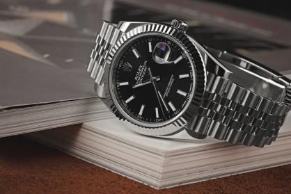 Mách bạn cách chọn đồng hồ phù hợp cho người có cổ tay nhỏ mảnh mai