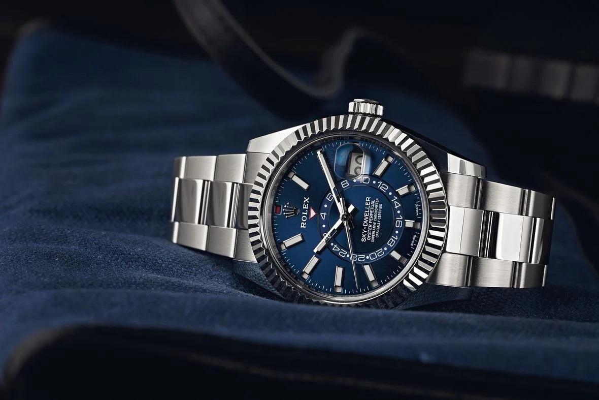 Bí kíp chọn mua đồng hồ Rolex Sky-Dweller mặt xanh mới nhất