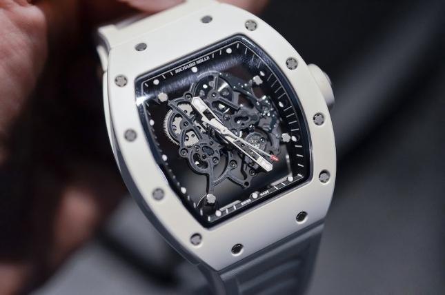 Điểm qua 5 mẫu đồng hồ màu trắng đẹp, sành điệu hiện nay