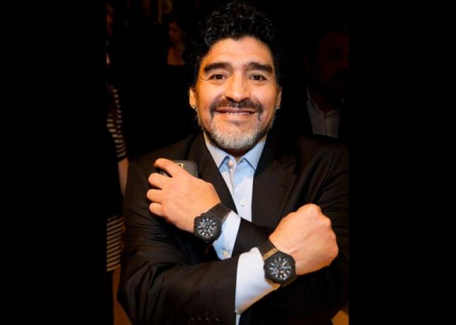 Những mẫu đồng hồ gắn liền với huyền thoại bóng đá Diego Maradona