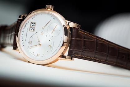 Sức hút của những mẫu đồng hồ sở hữu mặt số lệch tâm