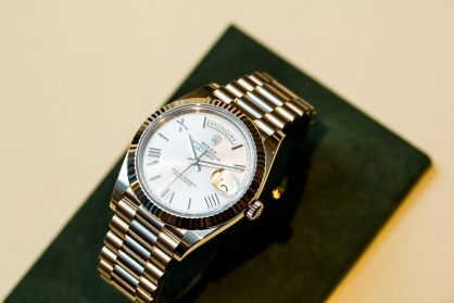 Đồng hồ vàng - thể hiện đẳng cấp thượng lưu cao cấp
