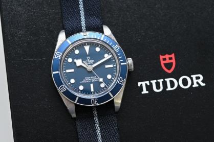 5 Mẫu đồng hồ mặt xanh đáng chú ý vừa ra mắt trong năm 2020