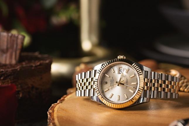 Gợi ý chọn đồng hồ Rolex kích cỡ trung bình cho cả nam lẫn nữ