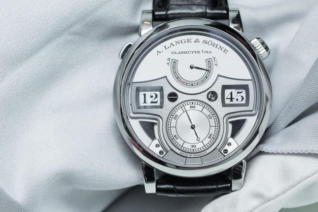 Đồng hồ kích thước lớn - Mạnh mẽ mà vẫn lôi cuốn