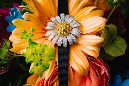 Những bông hoa tỏa hương sắc trên cổ tay phái đẹp