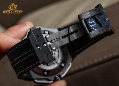Kiểm tra khóa đồng hồ Hublot, thay thế phụ kiện chính hãng tại Boss Luxury