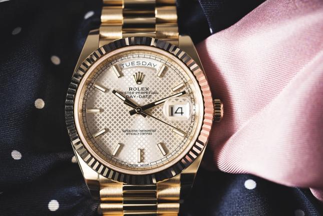 Hướng dẫn cách chỉnh ngày đồng hồ Rolex chuẩn xác tại nhà